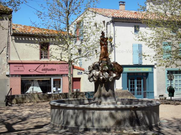 Montolieu - Fountain, bookstore and art workshop in the village of books; in the Cabardès
