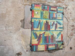 Montolieu - Window shutters decorated with books patterns