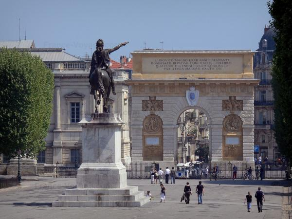Montpellier - Royal square of Peyrou (Peyrou promenade), Louis XIV's statue, triumphal arch, law courts and buildings of the city