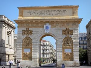 Montpellier - Triumphal arch, law courts and buildings of the city