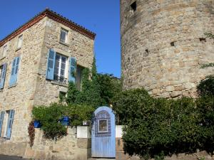 Montpeyroux - Keep (tower) and stone house of the medieval village