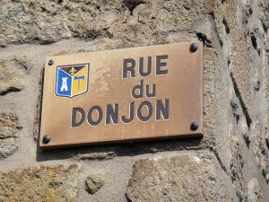Montpeyroux - Sign for the Donjon street