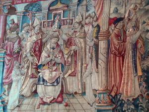 Montpezat-de-Quercy - Inside Saint-Martin collegiate church: Tapestry (Flemish hanging from Flanders) episode in the life of St. Martin: coronation