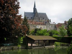 Montrésor - Collegiate church of Gothic style, houses of the village, trees and washouse by the River Indrois