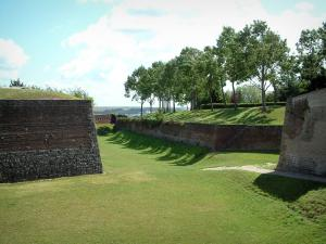 Montreuil-sur-Mer - Moat, trees and citadel ramparts