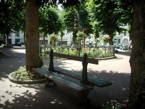 Montreuil-sur-Mer - Shaded park (garden) with a bench, trees and a fountain surrounded by flowers