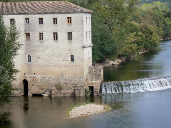 Montricoux - Montricoux mill, River Aveyron, trees along the water