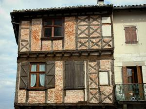 Montricoux - Facade of a wood-framed house