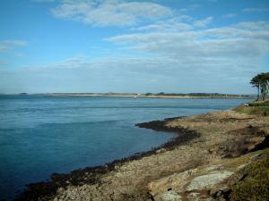 Great Morbihan Gulf   Rhuys Peninsula: Bank, Sea And Island Far Off