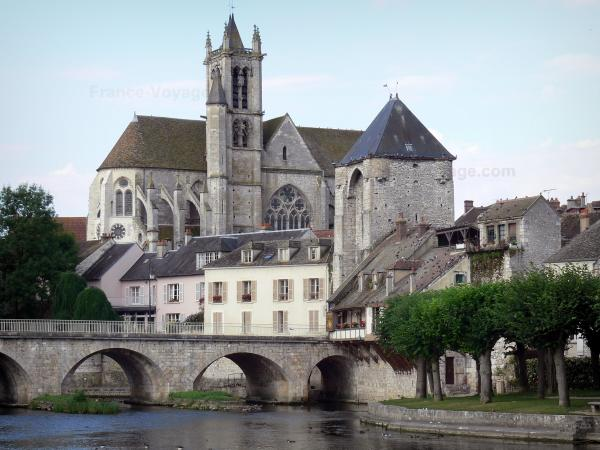 Moret-sur-Loing - Notre-Dame church, Porte de Bourgogne gate, houses of the medieval city, bridge spanning the River Loing and trees along the water