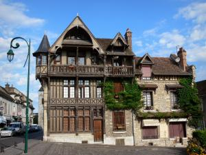 Moret-sur-Loing - Timber-framed facade of the Racollet house