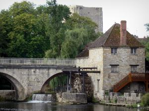 Moret-sur-Loing - Bridge spanning the River Loing and watermill