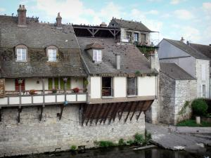 Moret-sur-Loing - Houses along the River Loing