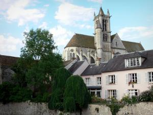 Moret-sur-Loing - Notre Dame church, trees and houses of the medieval town