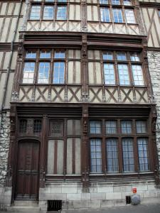 Moret-sur-Loing - Facade of an old timber-framed house