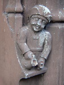 Moret-sur-Loing - Carved character (sculpture, statue) on the facade of an old house