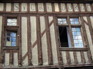 Moret-sur-Loing - Timber-framed facade of the barley sugar house