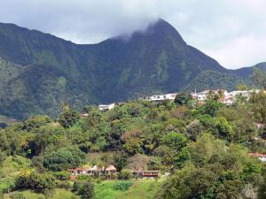 Le Morne-Vert - Houses of the town in a green setting at the foot of the Carbet peaks