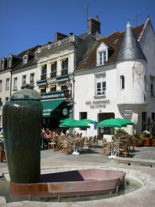 Mortagne-au-Perche - Fountain, café terrace and houses of the Place du General de Gaulle square