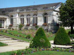 Mortagne-au-Perche - Flowerbeds in the garden of the Town Hall