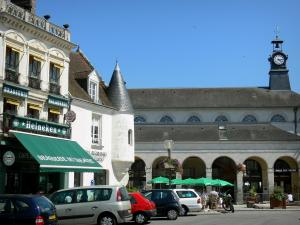 Mortagne-au-Perche - Corn exchange and houses of the Place du General de Gaulle square