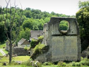 Mortemer abbey - Ruins of the abbey church (remains of the Cistercian abbey) in a green setting; in the town of Lisors