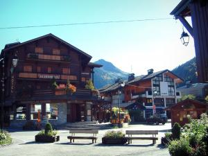 Morzine - Flowers and shrubs in jars, wooden benches and chalets of the village (winter and summer sports resort), in Haut-Chablais