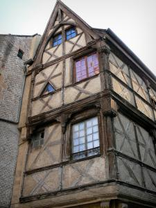 Moulins - Old house with wood sides