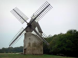 Mount Alouettes - Windmill