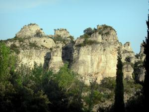 Mourèze rock formations - Dolomite rock formations: cliffs, trees and shrubs