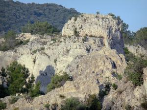 Mourèze rock formations - Dolomite rock formations: cliffs and shrubs