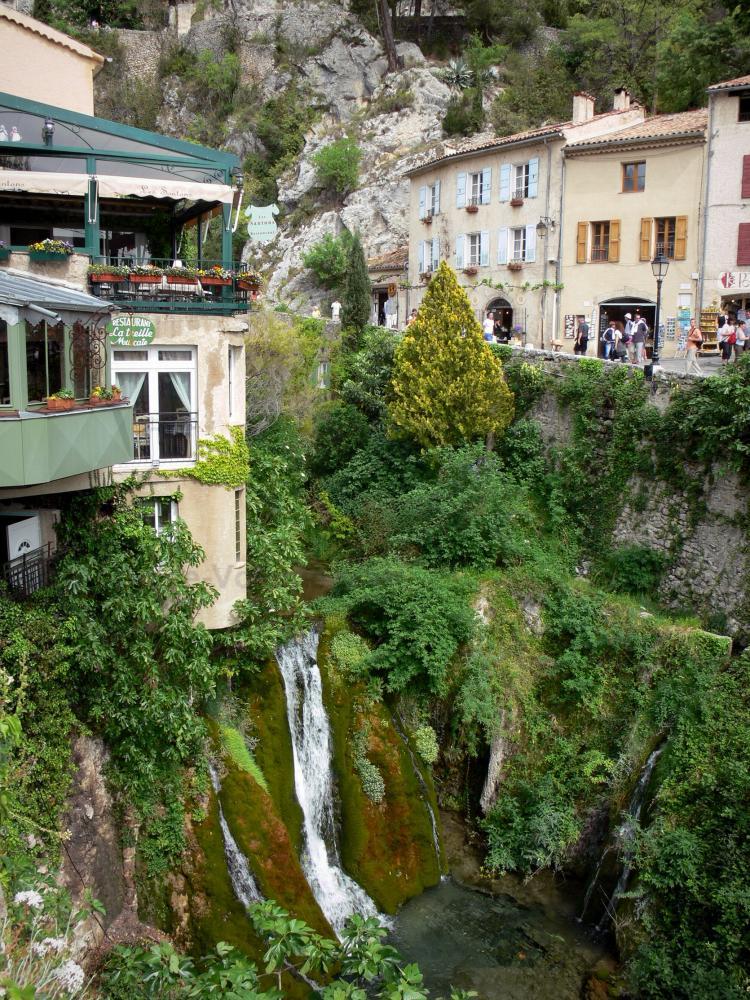 Foto - Moustiers-Sainte-Marie - Guida Turismo e Vacanze