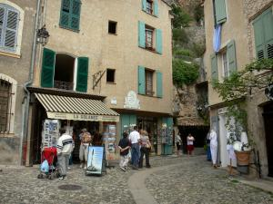 Moustiers-Sainte-Marie - Street, houses and shops of the village
