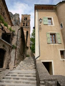 Moustiers-Sainte-Marie - Stair, bell tower of the Notre-Dame-de-l'Assomption church and houses of the village