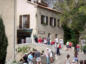 Moustiers-Sainte-Marie - Bridge and house of the village