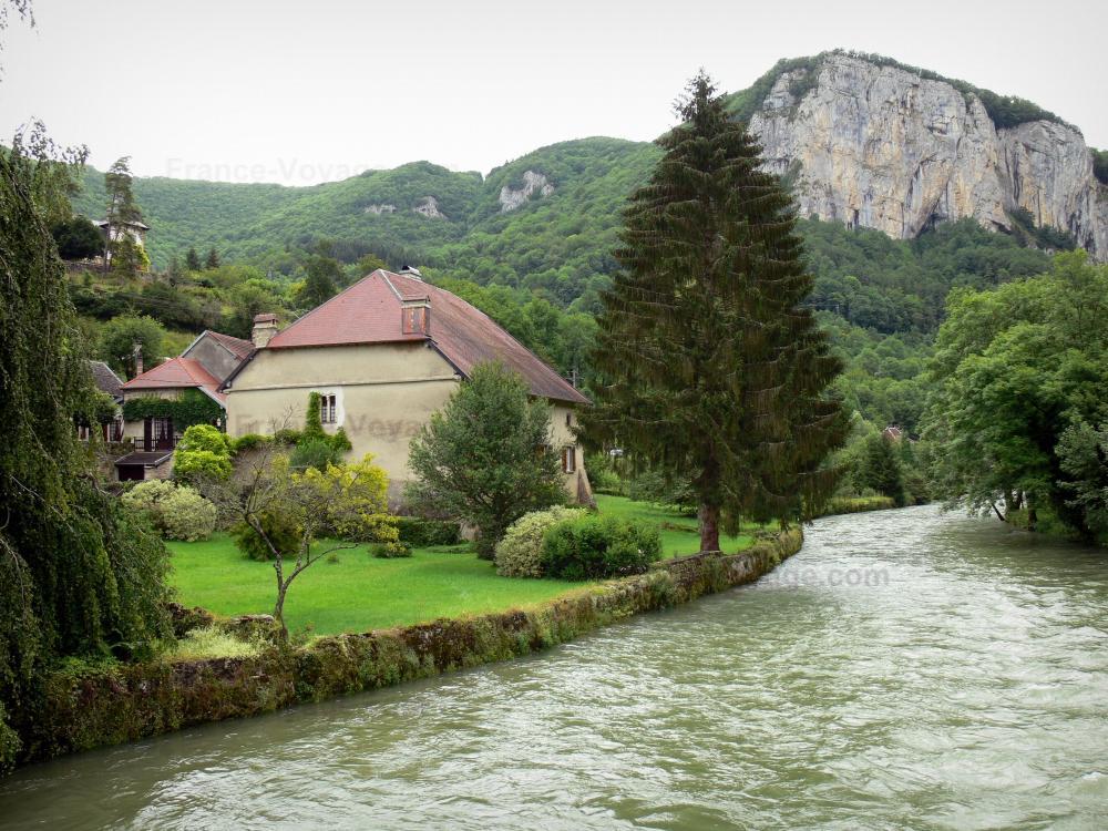 Foto mouthier haute pierre guida turismo e vacanze for Piani di casa di roccia del fiume
