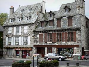 Mur-de-Barrez - Facades of houses of the medieval town