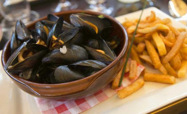 National Dish Moules-Frites Of Belgium - 123Countries.com