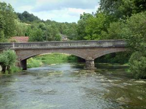 Mussy-sur-Seine - Bridge spanning the River Seine and trees on the edge of the river