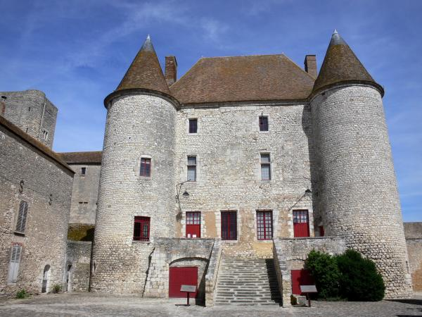 Nemours - Medieval castle of Nemours (castle museum): facade of the house flanked by round towers