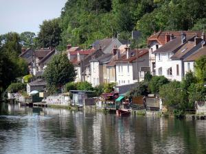 Nemours - Facades of houses overlooking the river Loing