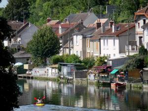 Nemours - Canoe on the River Loing and houses along the water