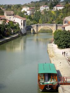 Nérac - Baïse river, boat, quays, old bridge and houses of the medieval town, in the Pays d'Albret region