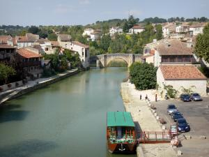 Nérac - River Baïse, boat, quays, bridge and old houses of the medieval town