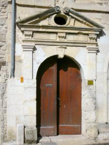 Nérac - Entrance door of Sully's house (Renaissance mansion)