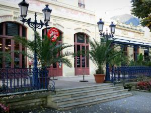 Néris-les-Bains - Spa town: façade of the Casino and its restaurant