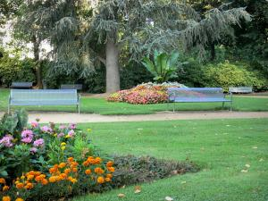 Néris-les-Bains - Parc Thermal spa garden with benches, flowerbeds, lawns and trees