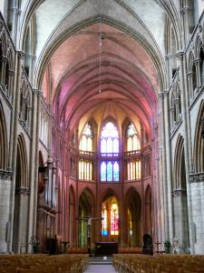 Nevers - Inside the Saint-Cyr-et-Sainte-Julitte cathedral: Gothic nave and choir