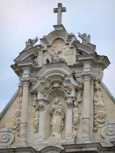 Nevers - Sainte-Marie chapel (remains of the Visitation convent): detail of the Baroque facade