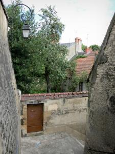 Nevers - Stairway, wall lantern, walls and houses